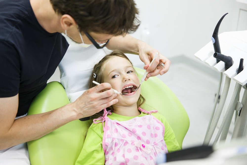 Cómo encontrar un buen dentista para tu hijo