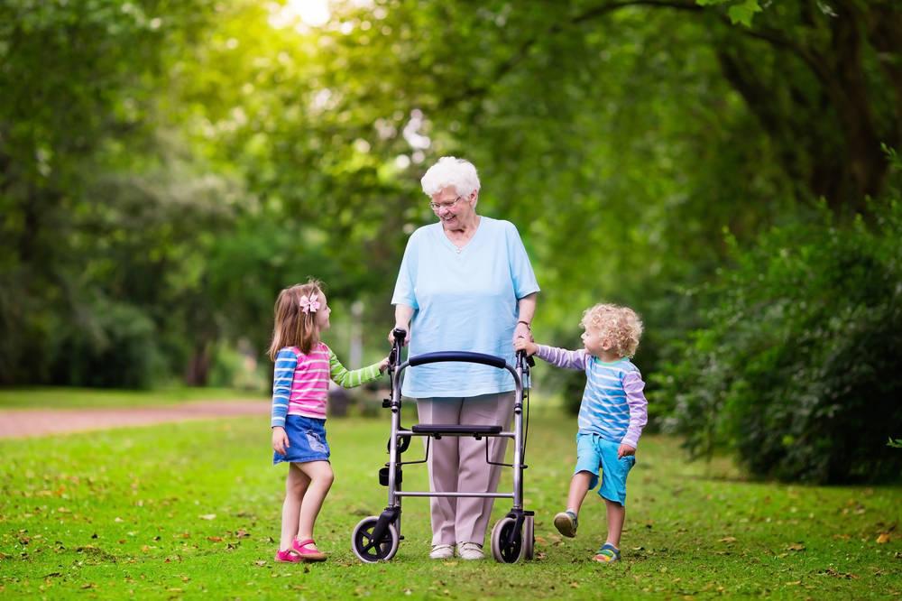 Los ancianos, pilares en la vida de los más pequeños