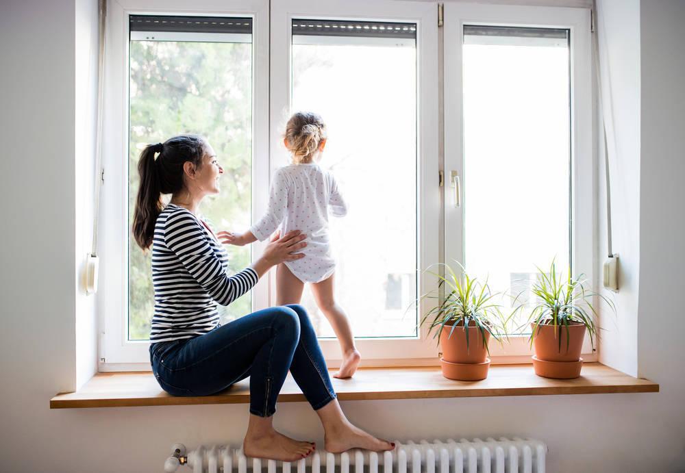 Por la seguridad de tu peque, instala ventanas con cierres herméticos